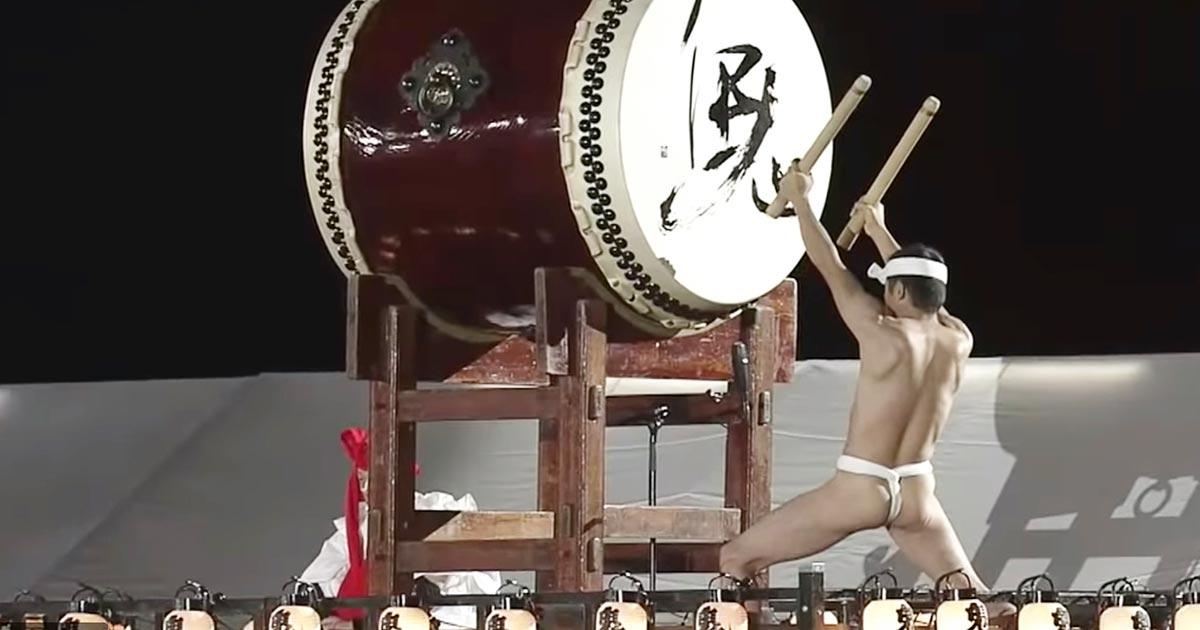 「国民祭典」でふんどし一丁で和太鼓でオープニングを務めた「鬼太鼓座」の気合と超絶プレイに鳥肌!集団生活を送り毎日十数kmを走る厳しい鍛錬の賜物!
