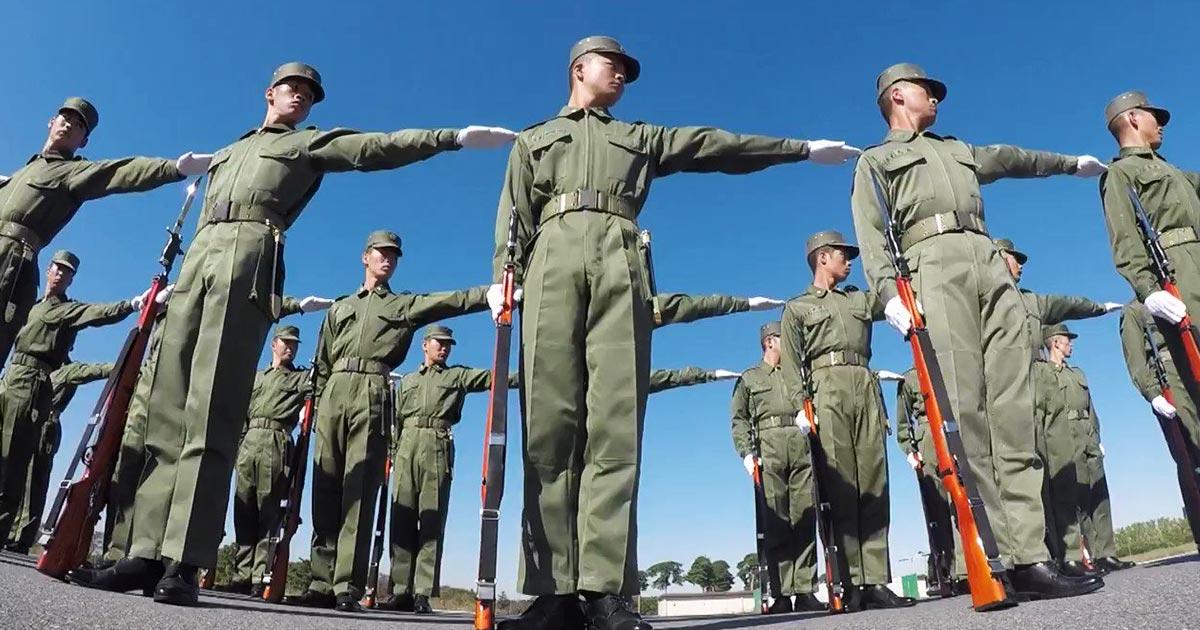 「無事に任務を完遂することができました」自衛隊の両陛下の即位祝賀パレードでの一糸乱れぬ精密な動き。準備訓練からすごい!