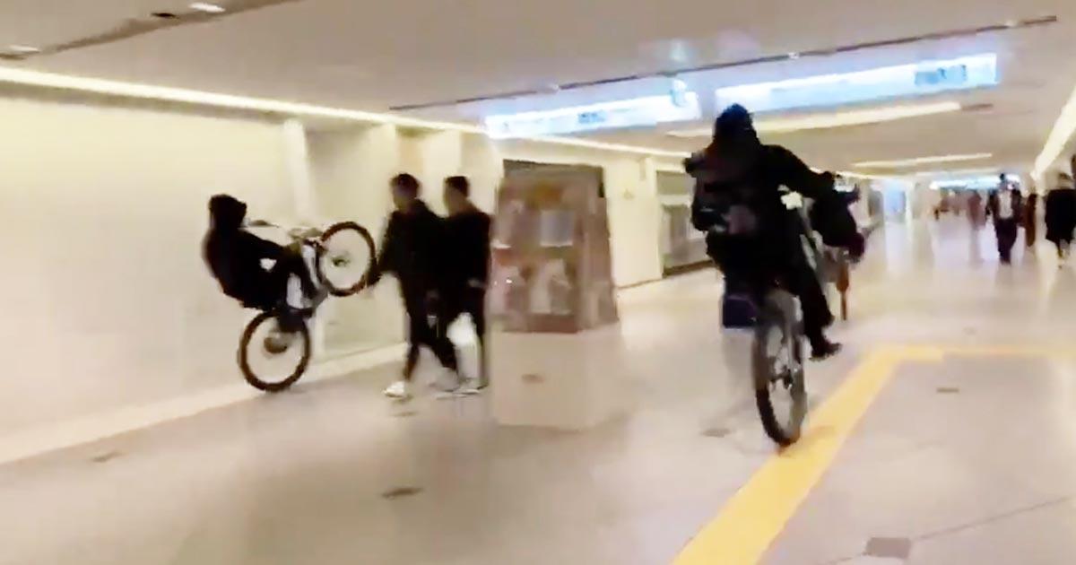 【大阪】「ヒャッハー!」難波の商業施設内を集団暴走する少年グループが物議!