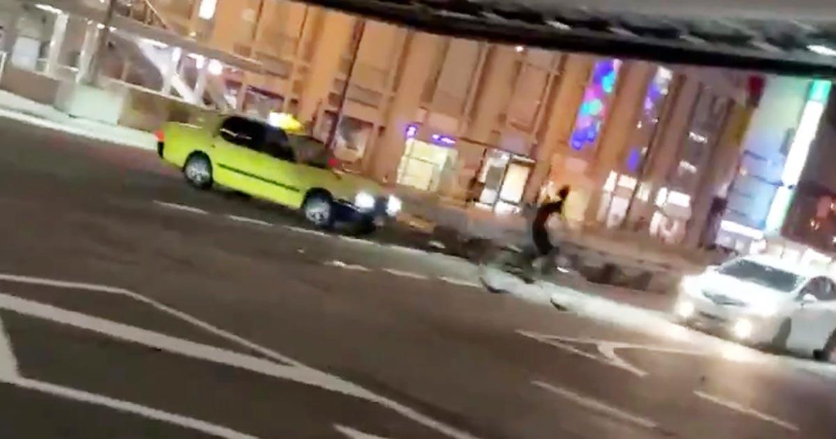 【大阪】どっちもどっち!物議を醸している自転車暴集団がビビって消した動画がヤバい!少年にブチギレたタクシーが怒りに我を忘れ少年を轢こうと暴走!