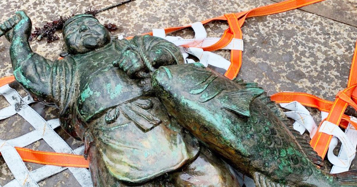宮城県・気仙沼市の津波で流された「港の繁栄をもたらす恵比寿像」が8年ぶりに海中から偶然発見され引き揚げられる!