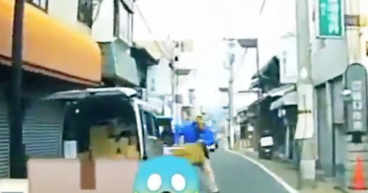 【日本】Amazonの荷物をぶん投げる配達員が撮影され物議!