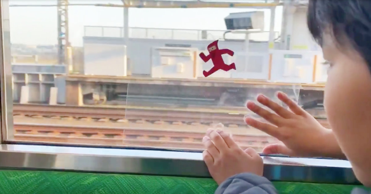 発想がステキ!電車の窓を使って面白い遊びをする子供が話題に!