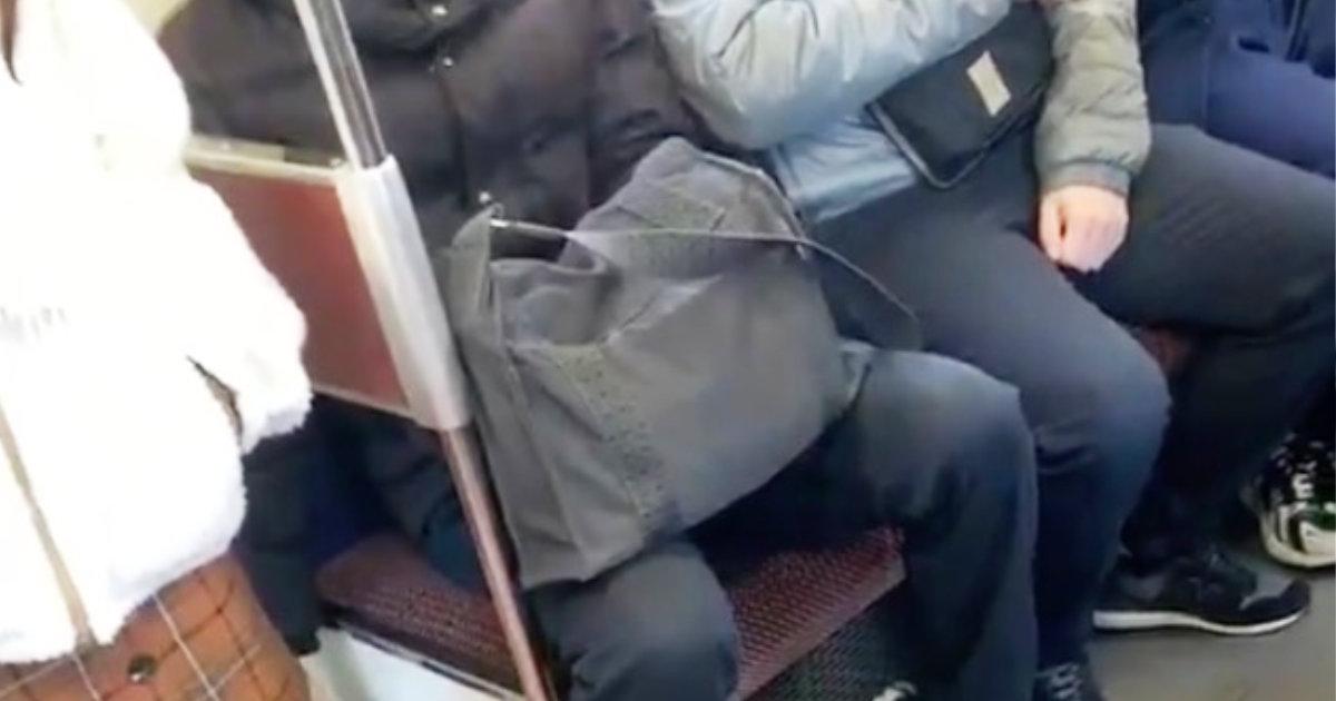 【愛知】電車で女性のスカートの中を無断で撮影する男が目撃され物議!
