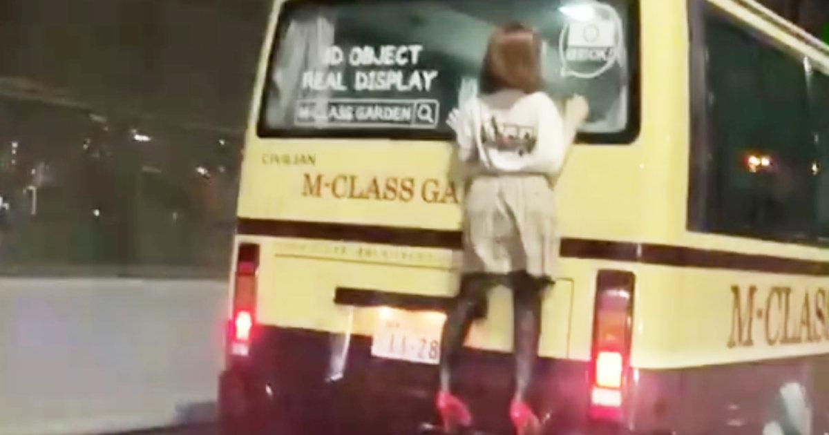 阪神高速でバスにしがみつく女性が!目撃したドライバーが110番、事態を重く見た警察が即出動!