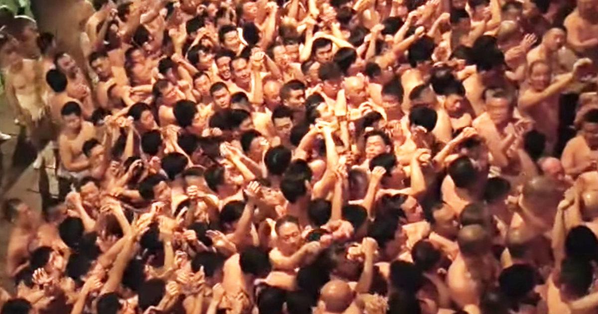 【岡山】1万人が宝木を取り合う「はだか祭り」が開催!しかし「これが濃厚接触か」「新型コロナの感染拡大不可避!」など物議