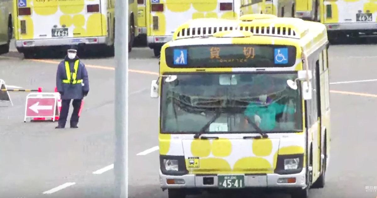 新型コロナのクルーズ船から下船開始、横浜駅から公共交通機関で帰宅へ。「家族にうつさないように帰宅しないと言ってる人はどこに泊まる気?!」「下船後の2週間隔離ないんですか?!」など不安の声!