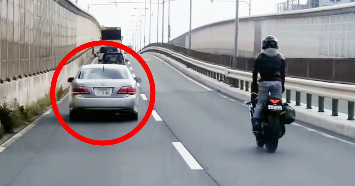 「警察:商売上がったりじゃないか!」覆面パトカーがいることを後続車たちに教えるバイク乗り!