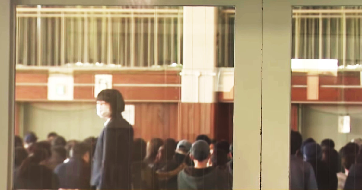 【新型コロナ】「コントかよ!」生徒の感染で臨時休校の中学校、保護者説明会を開きわざわざ保護者240人を集めて物議!