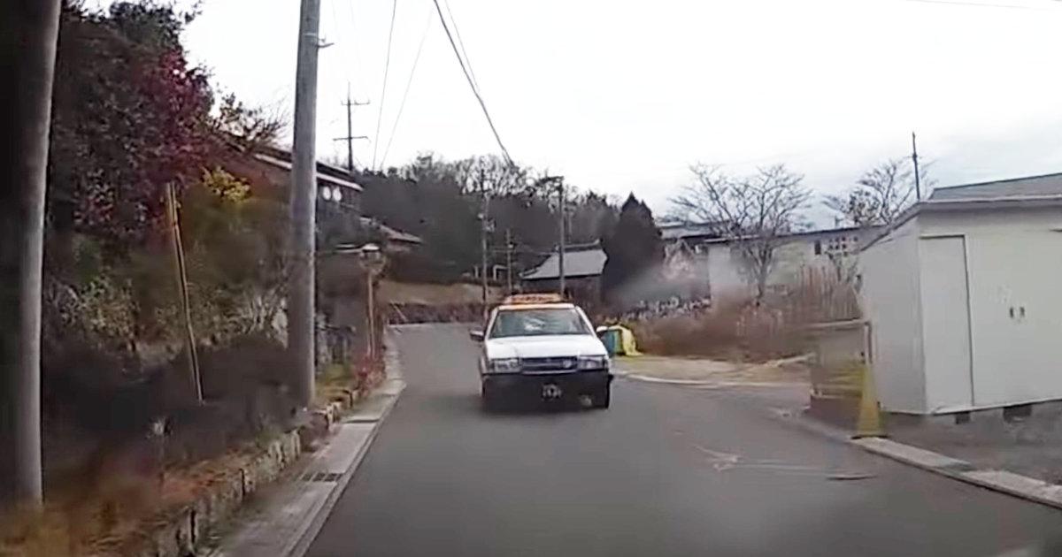 「これで7:3は納得いかない!」脇見運転のタクシーがノーブレーキでぶつかって来る動画が物議!