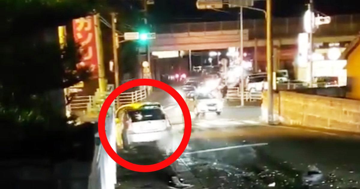 「この状況でなぜ逃げようと思うのか」高齢者の運転する車がアクセルを踏み続けヤバすぎることに!