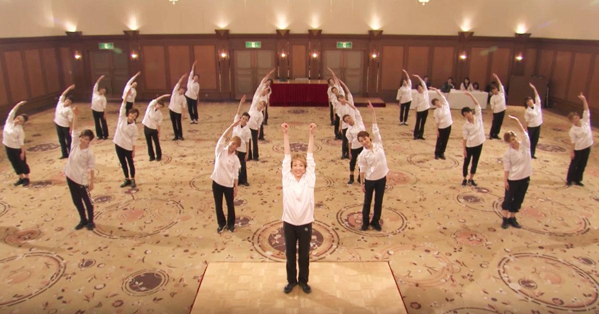 ラジオ体操ってこんなんだったっけ。。宝塚歌劇団が本気でやった正しい「ラジオ体操」が美しすぎると話題に!