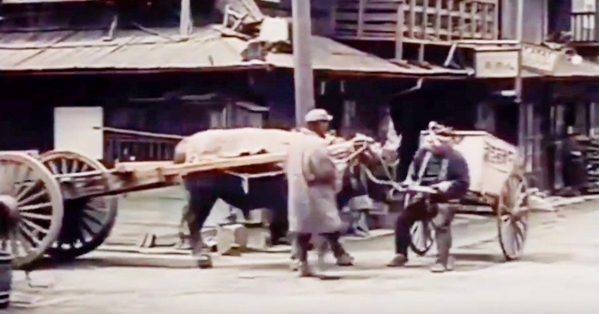 100年前に撮影された映像に残っている日本最古の路上トラブルが話題に!「現代でも自動車になって同じようなことが起こっている」「今も昔も変わらない笑」などの声!