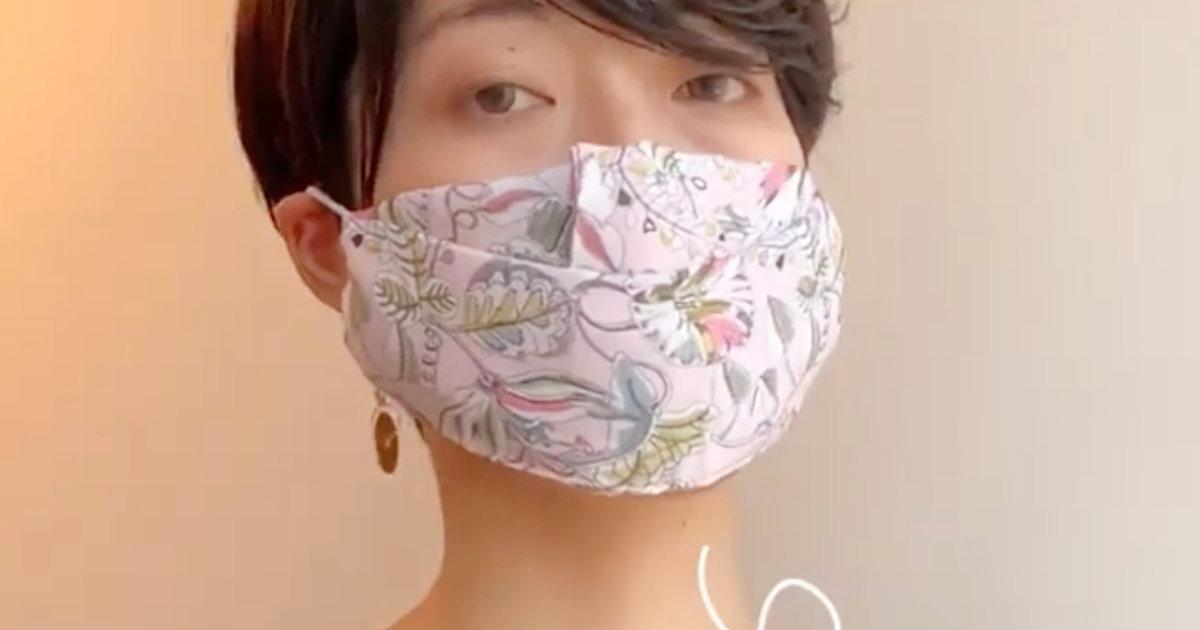 「目からウロコでした!」たった5秒でできて縫う必要もなし!ハンカチと輪ゴムだけで超簡単にマスクを作る方法がスゴイ!