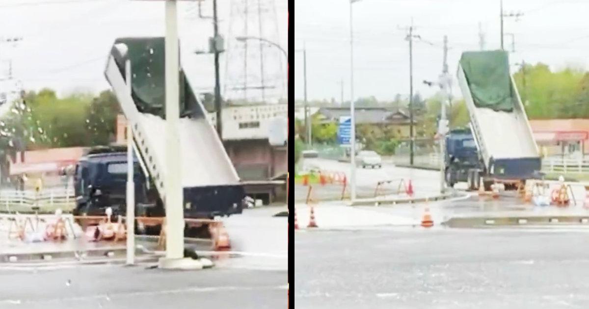 【茨城】荷台が持ち上がったままなことに気付かないダンプカーがやらかしてしまう動画が話題に!