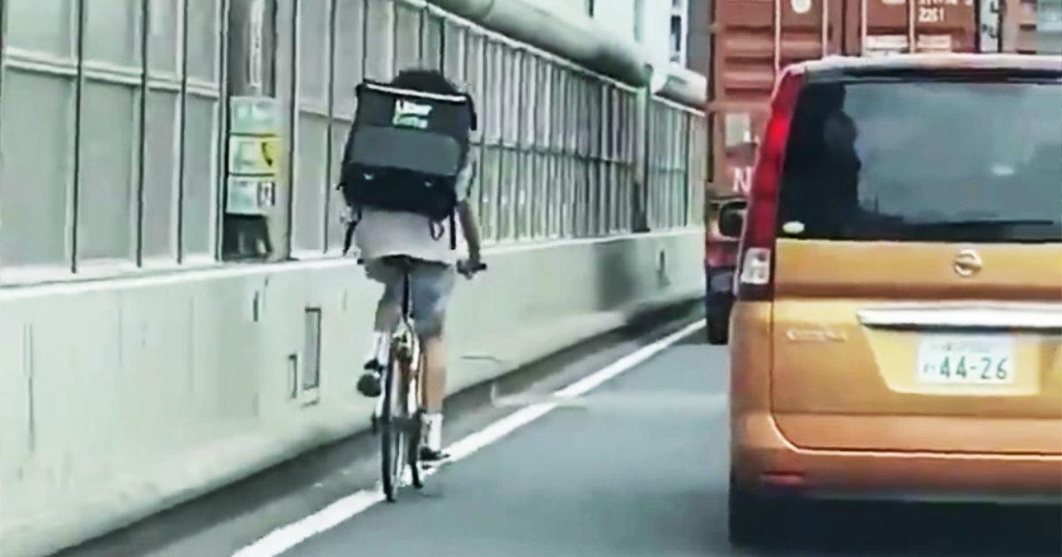 「ウーバーイーツ」の配達員が首都高を自転車で走る姿が目撃され問題に!