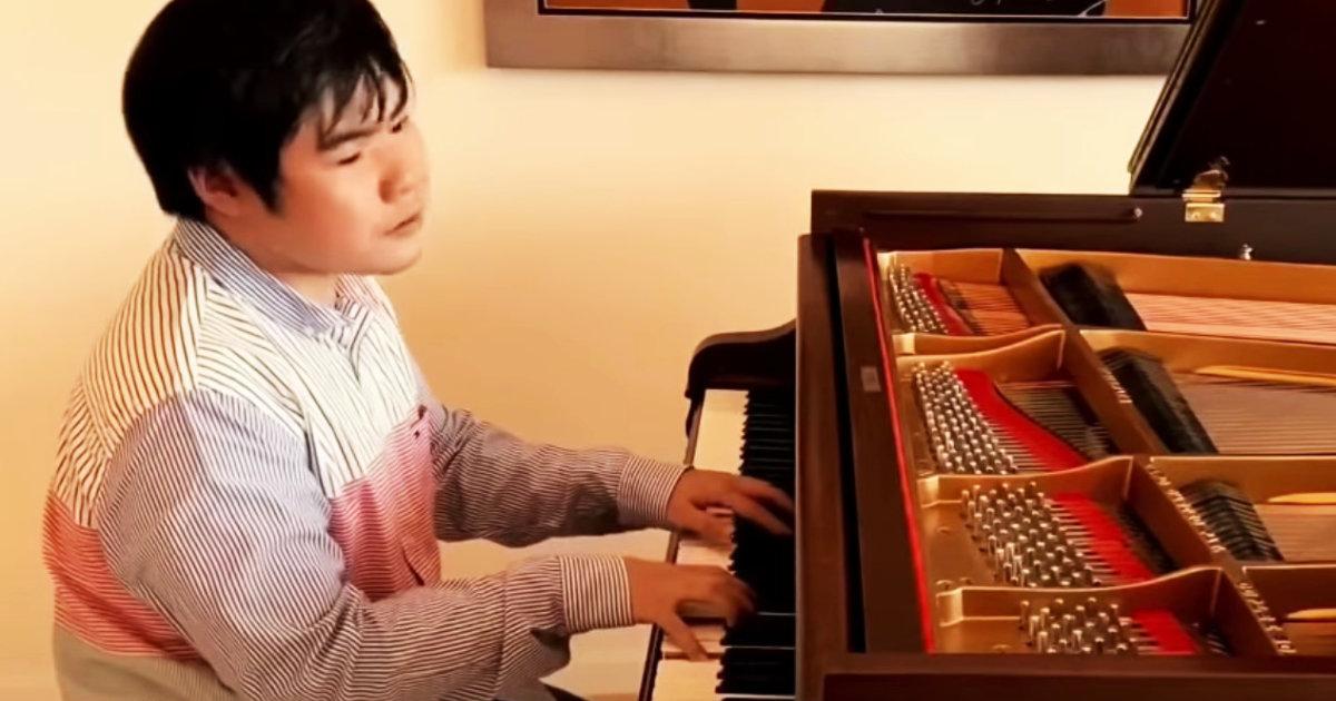 【鳥肌】全盲のピアニスト辻井伸行さんがコロナ終息への想いを込めて演奏した「春よ、来い」が話題に!「この人は桜を見たこともないのに、私の心には満開の桜がありありと映る。ありがとう」
