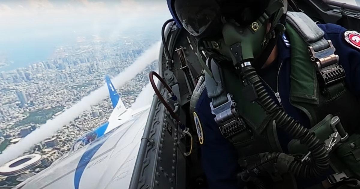 【鳥肌】自衛隊がブルーインパルスの飛行動画を公開!コックピットから見る東京の景色が圧巻!飛行隊員インタビューあり
