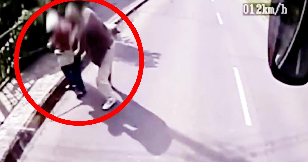 【神対応】おばあさんからバッグをひったくろうとして揉み合いになっているのを見たバス運転手の行動が話題に!