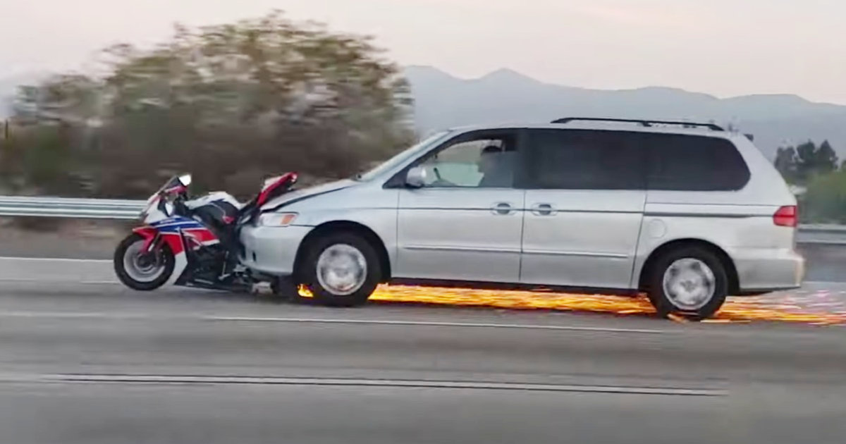 高速道路でとんでもない状態で走行している車が撮影され話題に!