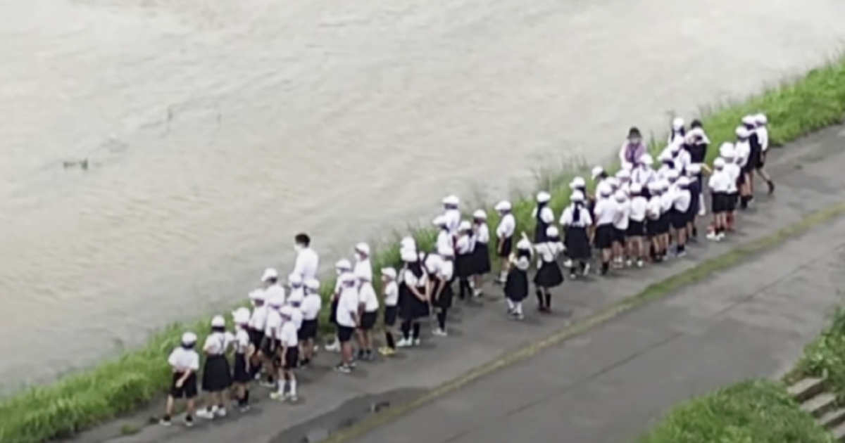 【広島】大雨洪水警報の中、小学校教員が生徒50人を連れて増水河川を見学していたことがわかり非難の声!