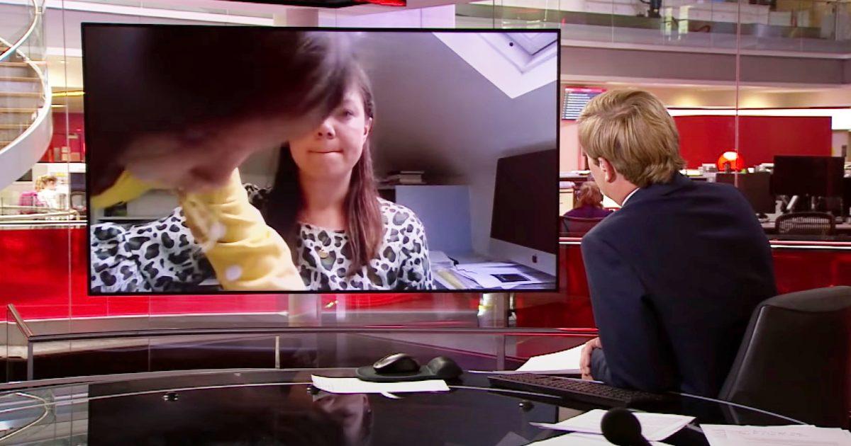 【神対応】英BBCの真面目な生中継中に娘が乱入!ニュースキャスターが機転をきかせて神対応!