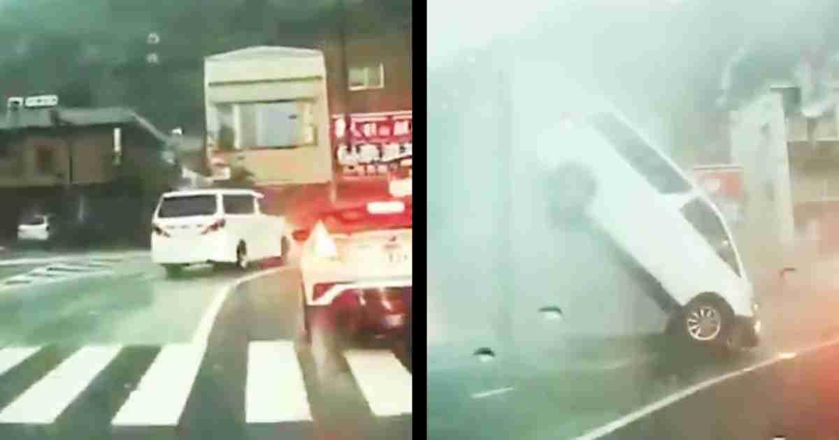 【岐阜】「大雨の影響か」前方を走っていた車がいきなり空中に舞い上がってしまう!