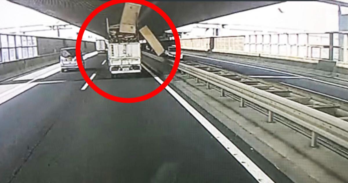 「1ヶ月経った今もトラックに乗る度手が震えます」普通に運転していたら前を走るトラックのせいでヤバすぎることに!