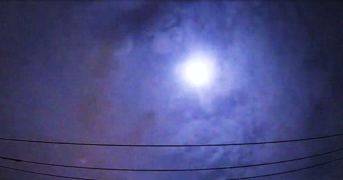 東京上空に非常に大きな火球が衝撃音とともに観測され話題に!衝撃音が聞こえるのは超レアケース!