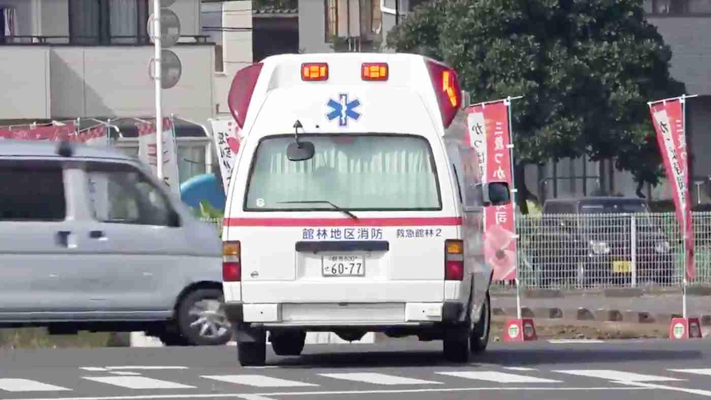 「最後の軽、危なすぎる」救急車が来ているのに全く止まる気がないドライバーたちがひどすぎる!