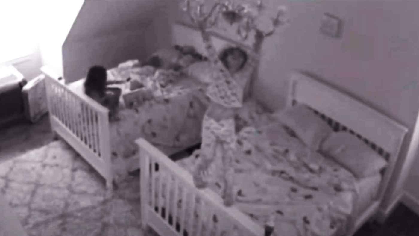 子供部屋の照明はシャンデリアにしない方が良い!ヤバい遊び方をする女の子の動画が話題に!