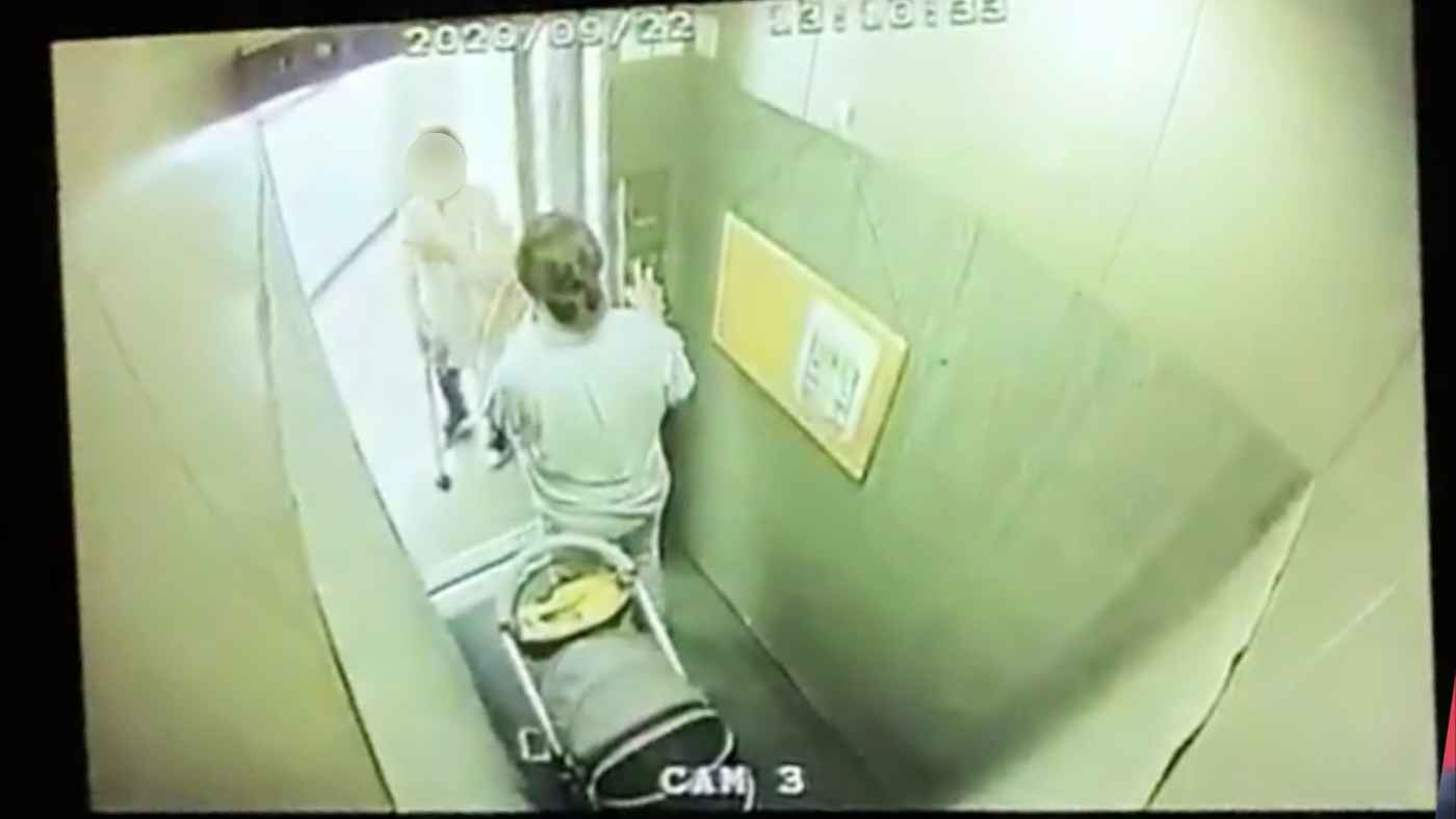 【東京】「話し込むなら降りればいいのに」エレベーターが全く動かないので監視カメラを見たら自己中な人たちがいた。