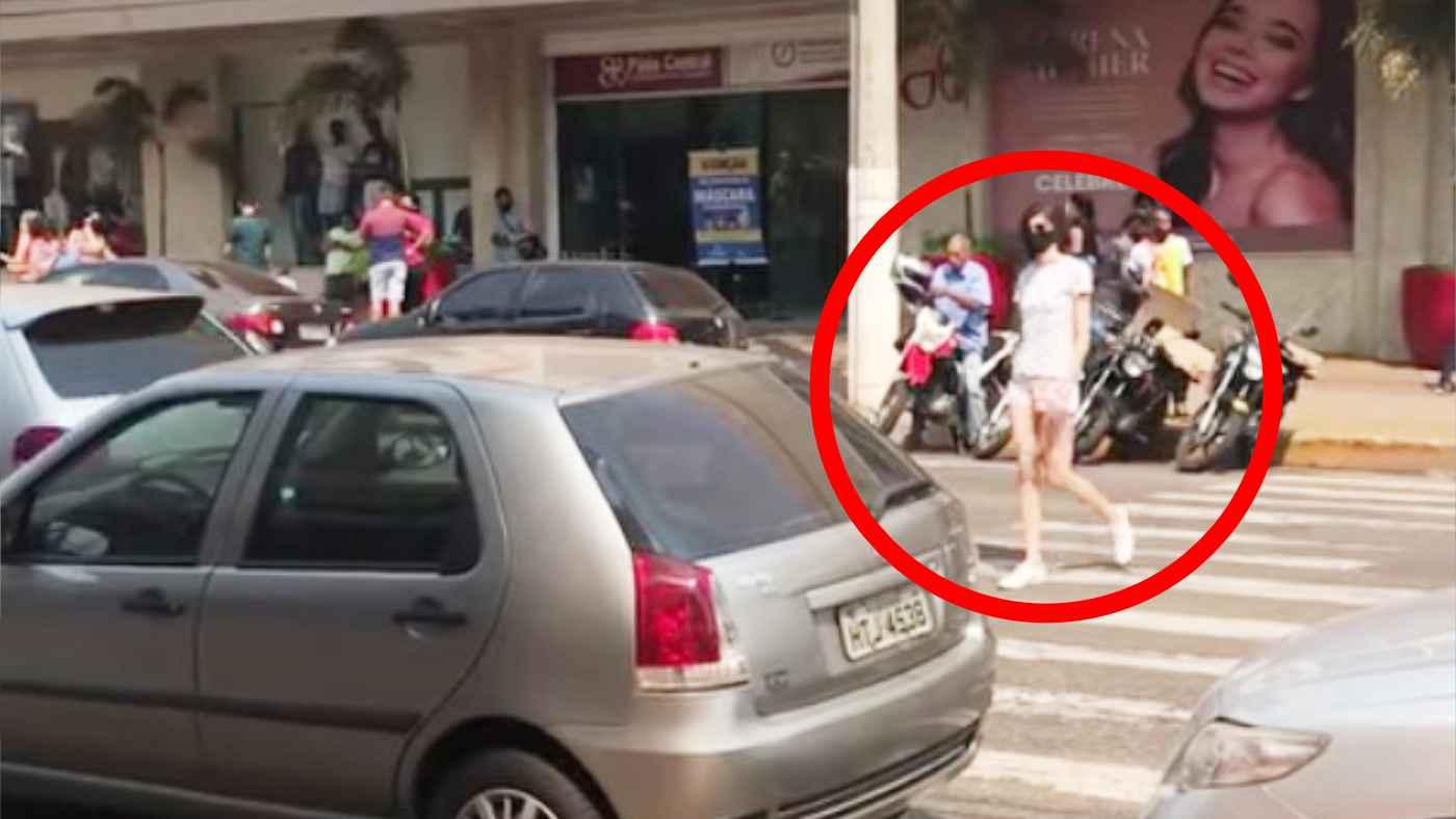 横断歩道に駐車する迷惑な車。やってきた女の子が凄いお灸をすえる!