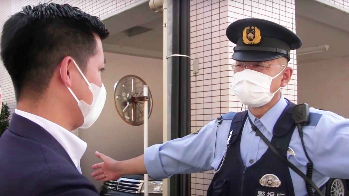飯塚幸三被告の家の前に抗議に行ったら、警察官が常駐していて身を挺して守っていた!「警察官が常駐してるとか、飯塚大使館か?」「税金の無駄」などの声!