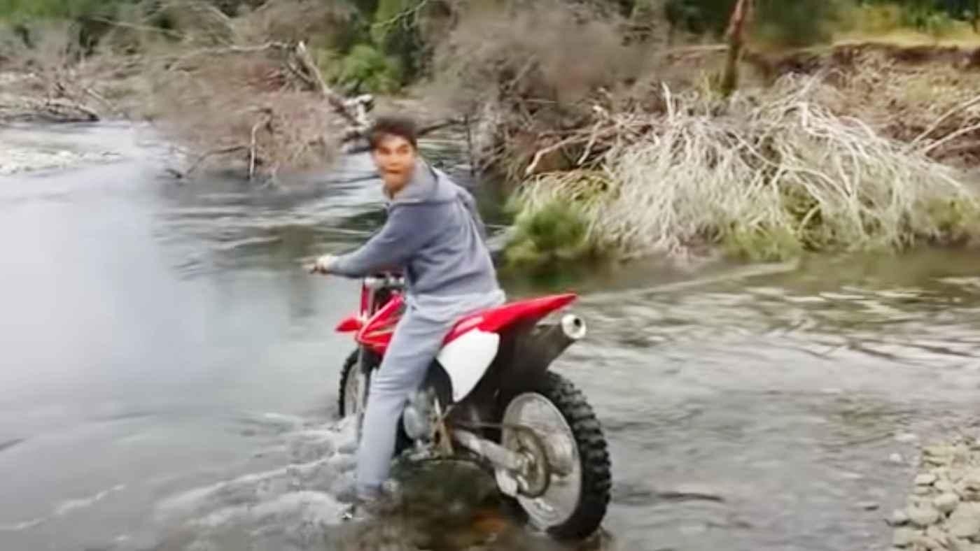 自然を侮ってはいけない。。川幅が狭いと油断して笑っていたらヤバいことになってしまい、その場の全員大慌て!