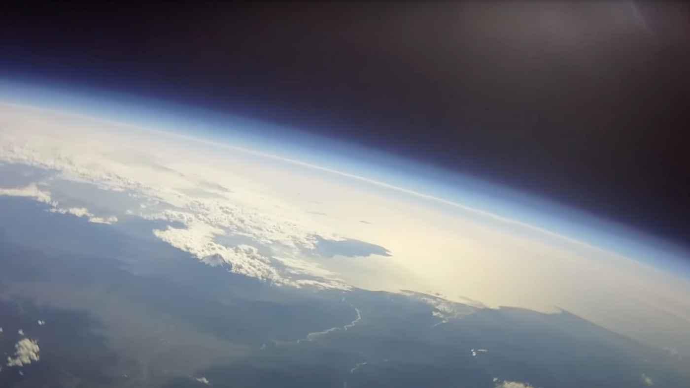 【フルバージョン動画公開】8年前に長野の高校生が成層圏に飛ばし行方が分からなくなった風船が埼玉で発見!
