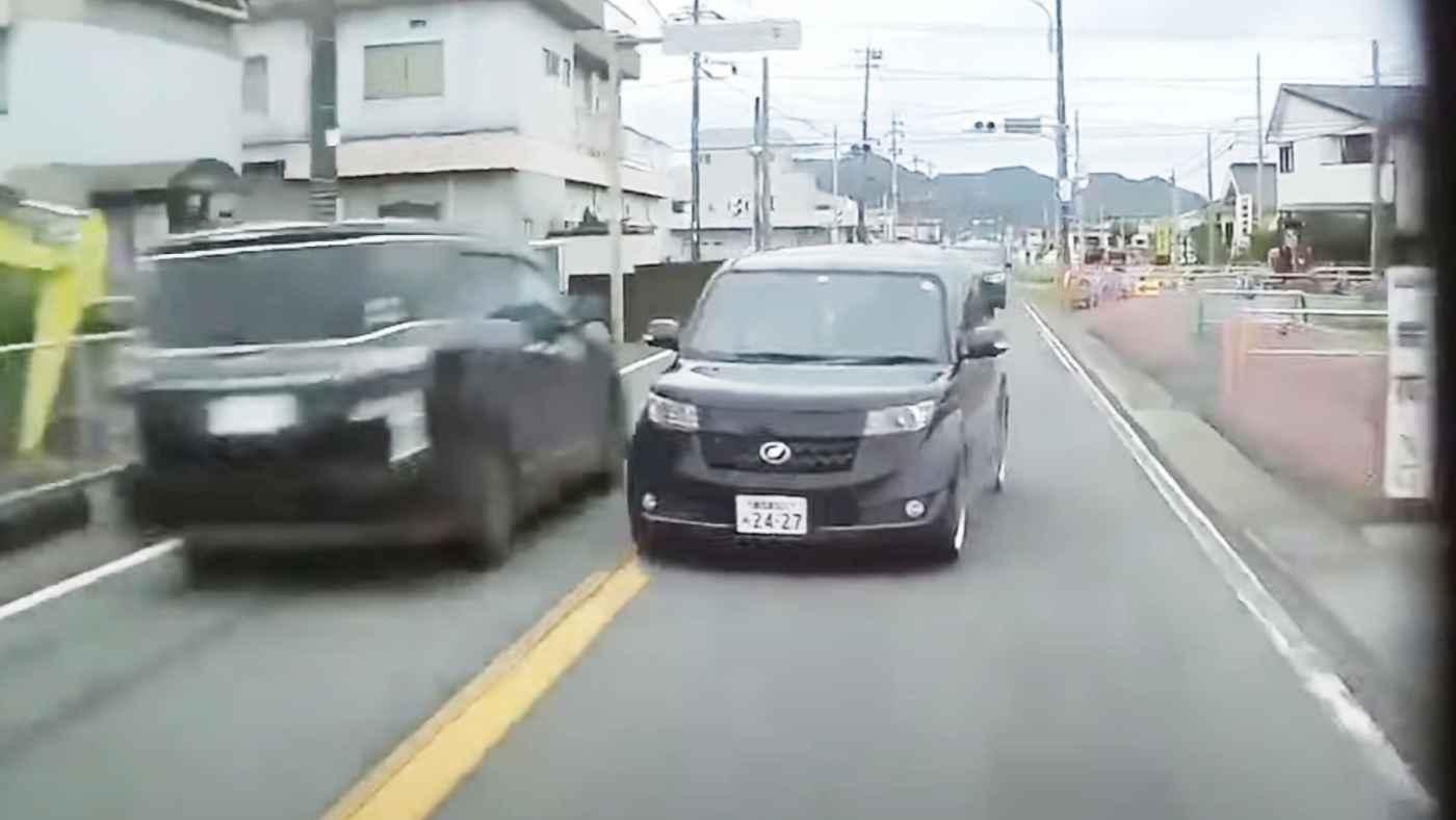 【鹿児島】「この動画で逮捕されるだろう」対向車線にはみ出すフリをする「車版ひょっこり男」が物議!