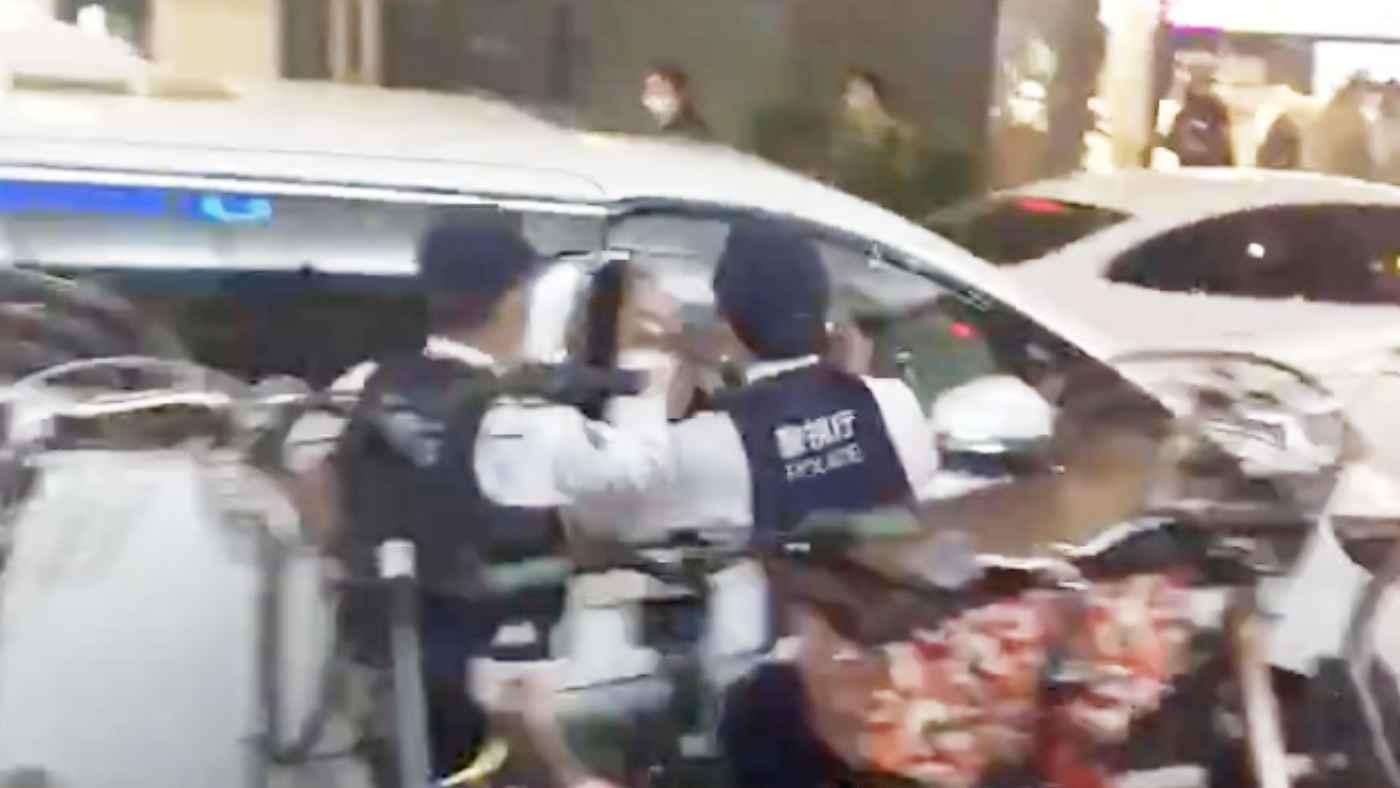 【歌舞伎町】警察官が窓を割るも逃げる車。緊急事態に警察官が一般人に応援要請!
