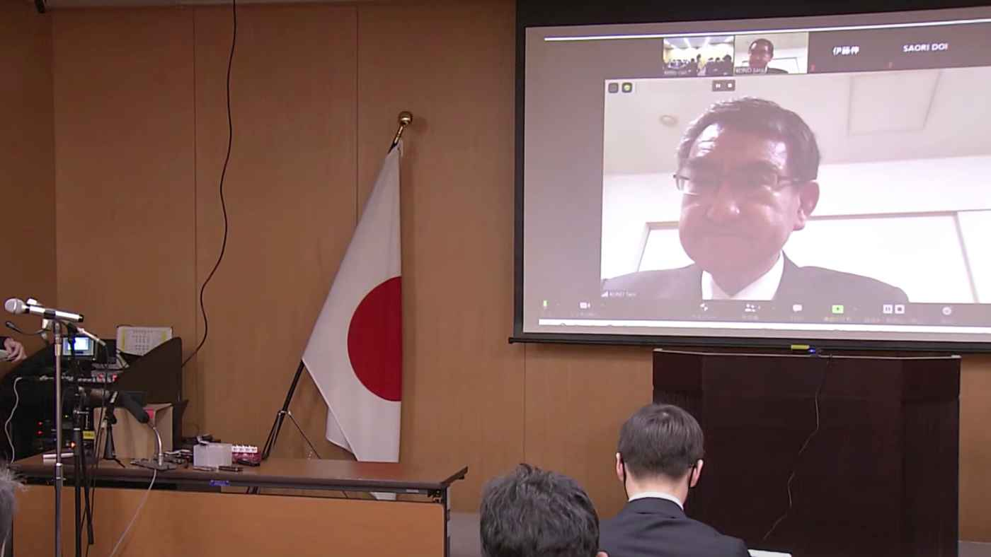河野太郎大臣、記者会見を自宅の居間からオンラインで開催し話題に!しかし厳しい声も寄せられる!