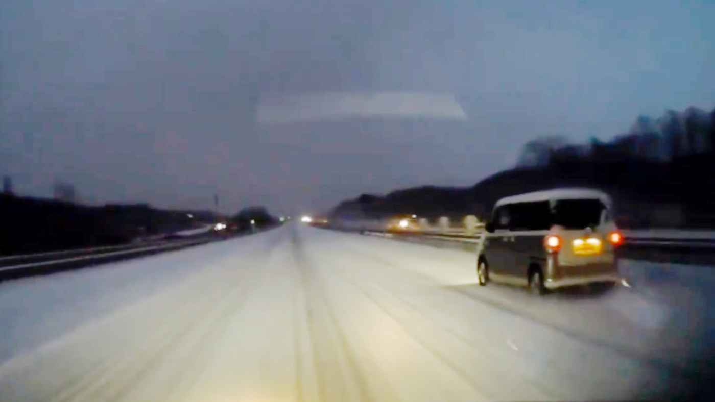 【北海道】雪道ですごいスピードを出す車。さすが雪国と思っていたらやはりヤバいことになってしまう!