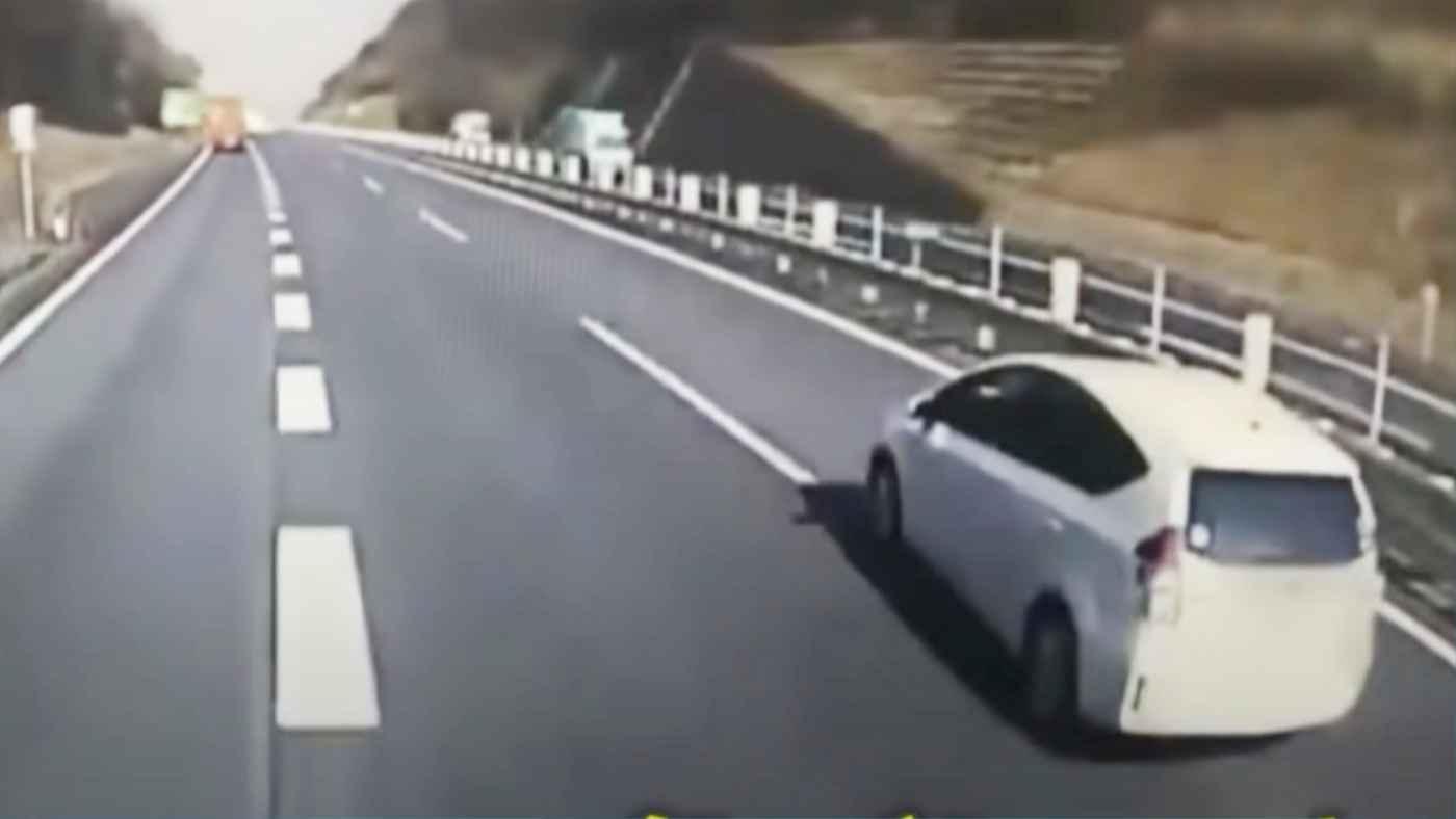 【滋賀】「頑張って支払ってね」逆あおり運転されたトラックの積み荷が荷崩れし数千万円の損害に!