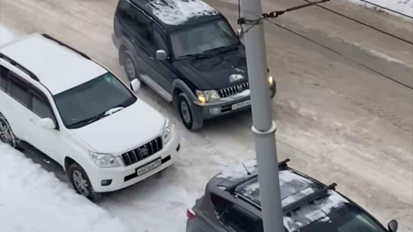 自宅の前に迷惑駐車されて車を入れられなかった男性が取った行動が話題に!