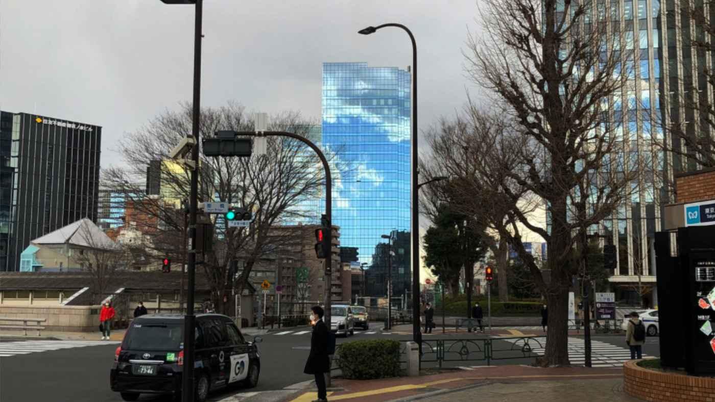 【東京】CGなし!曇り空にぽっかりと四角い穴が開いたような神秘的な動画が話題に!