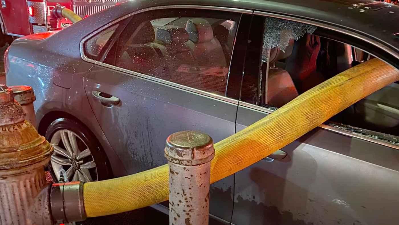 【動画】「消防士よくやった!」駐車禁止の消火栓の前に駐車した車、自業自得なことになってしまう動画が話題に!
