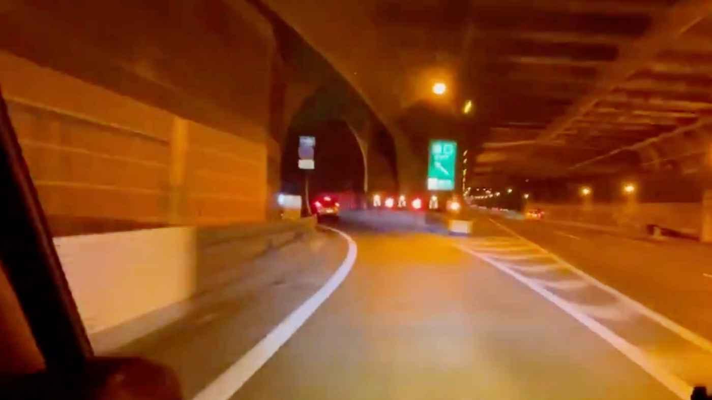 「初見だったらやばい」高速道路を降りたらすぐに狭い住宅街になる横浜のインターチェンジで危ないことになる動画がヤバいと話題に!