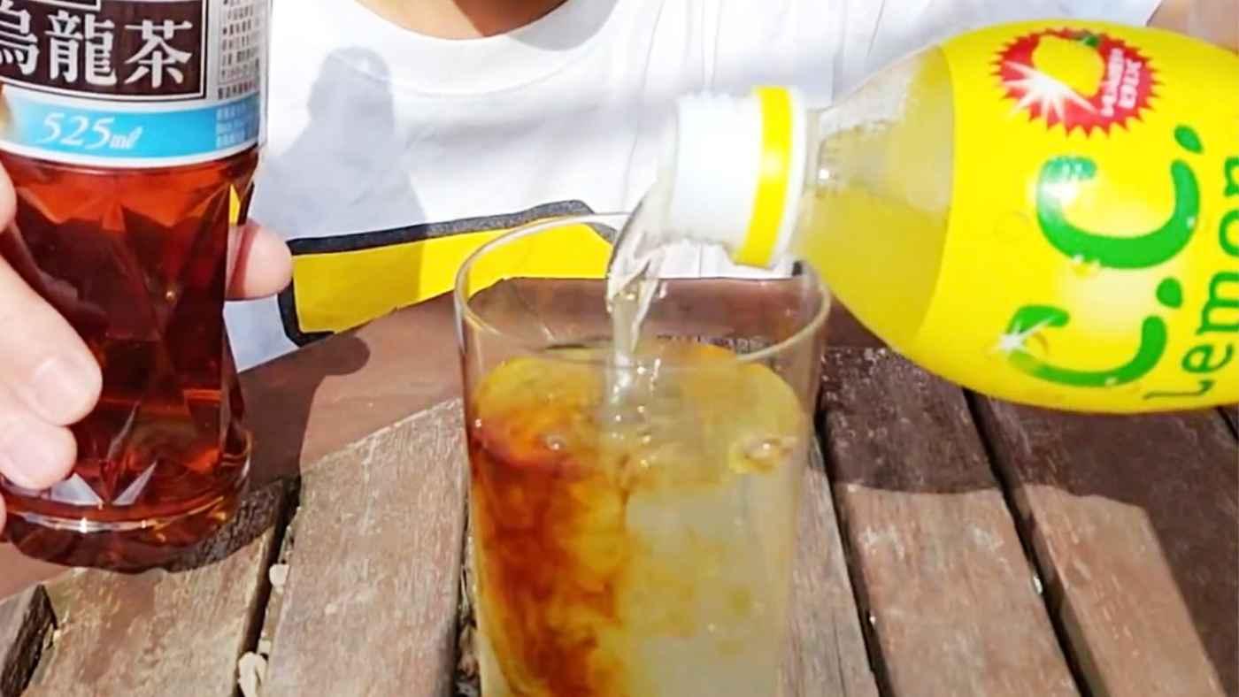 【実験】ウーロン茶とCCレモン混ぜると透明になる?!