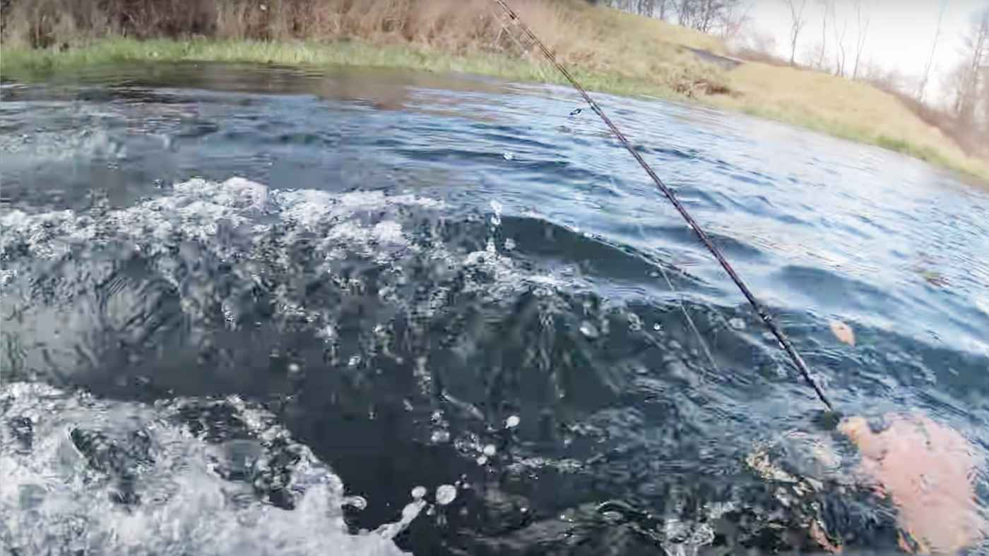 【日本】岸は近いのに、、釣りをしていたら深みにハマりヤバすぎることになる動画が怖すぎる!