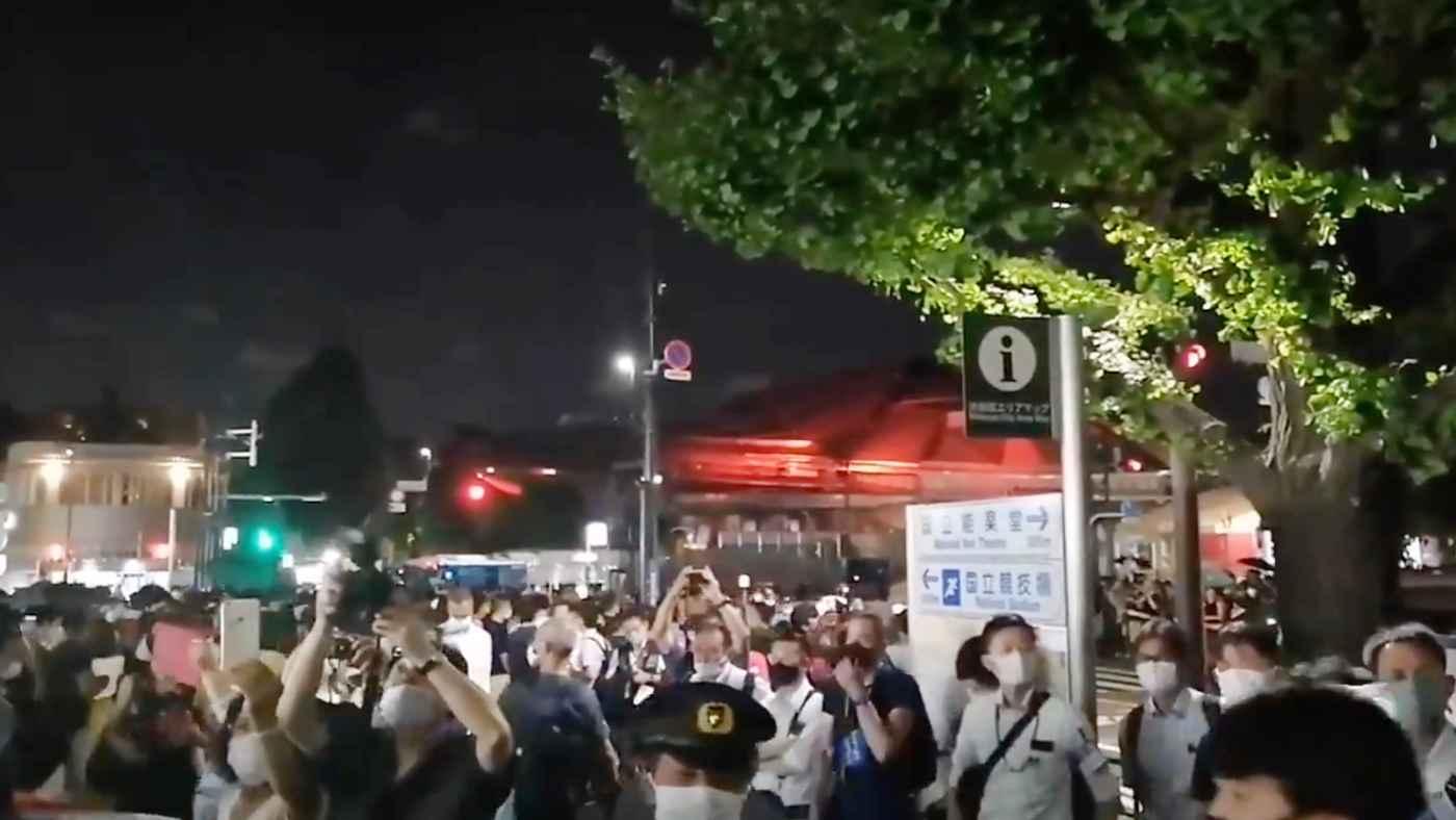 五輪開会式が行われている国立競技場の外が五輪反対デモや近くで見たい人、警察が入り乱れ超密な状態に!