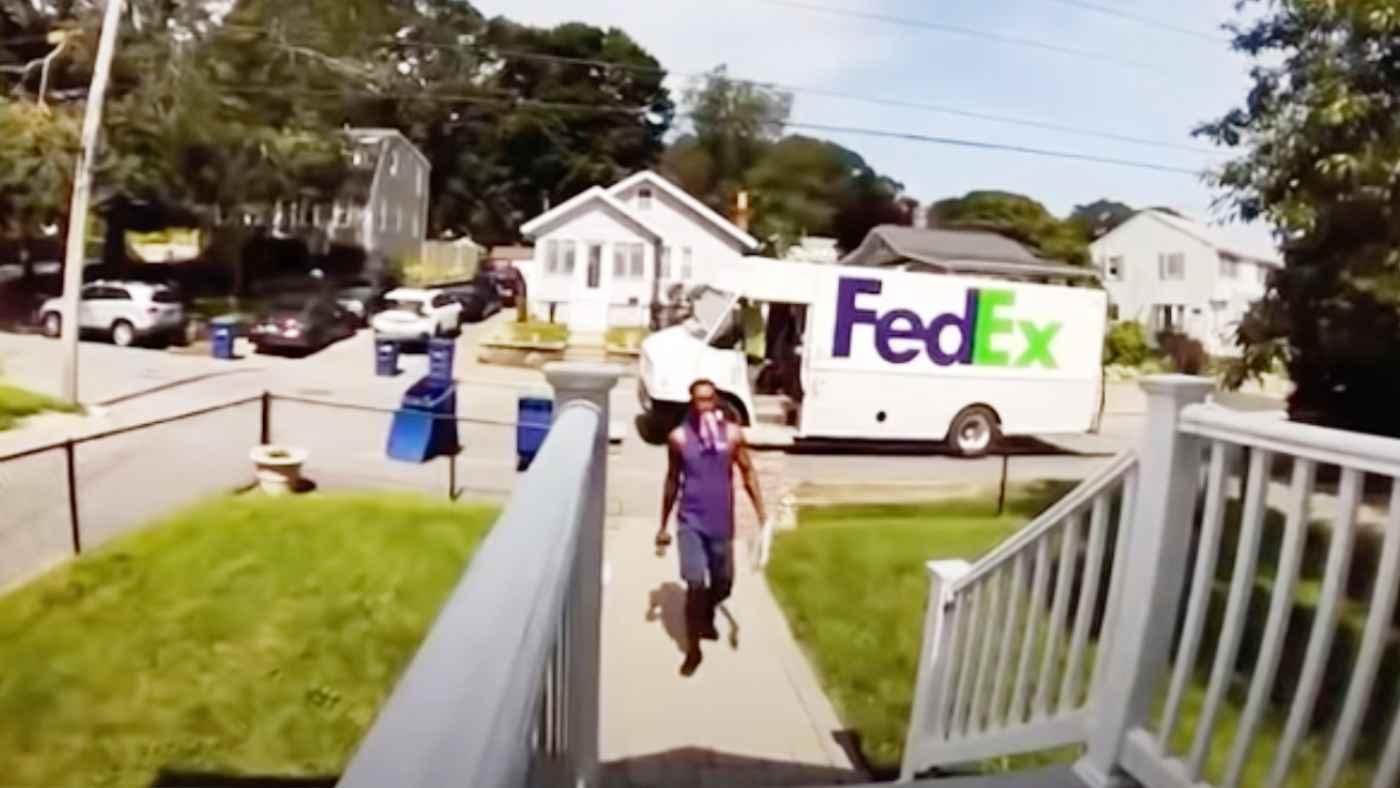 「いつも荷物の中身が壊れている」監視カメラに映った配送業社のひどすぎる行動が物議!