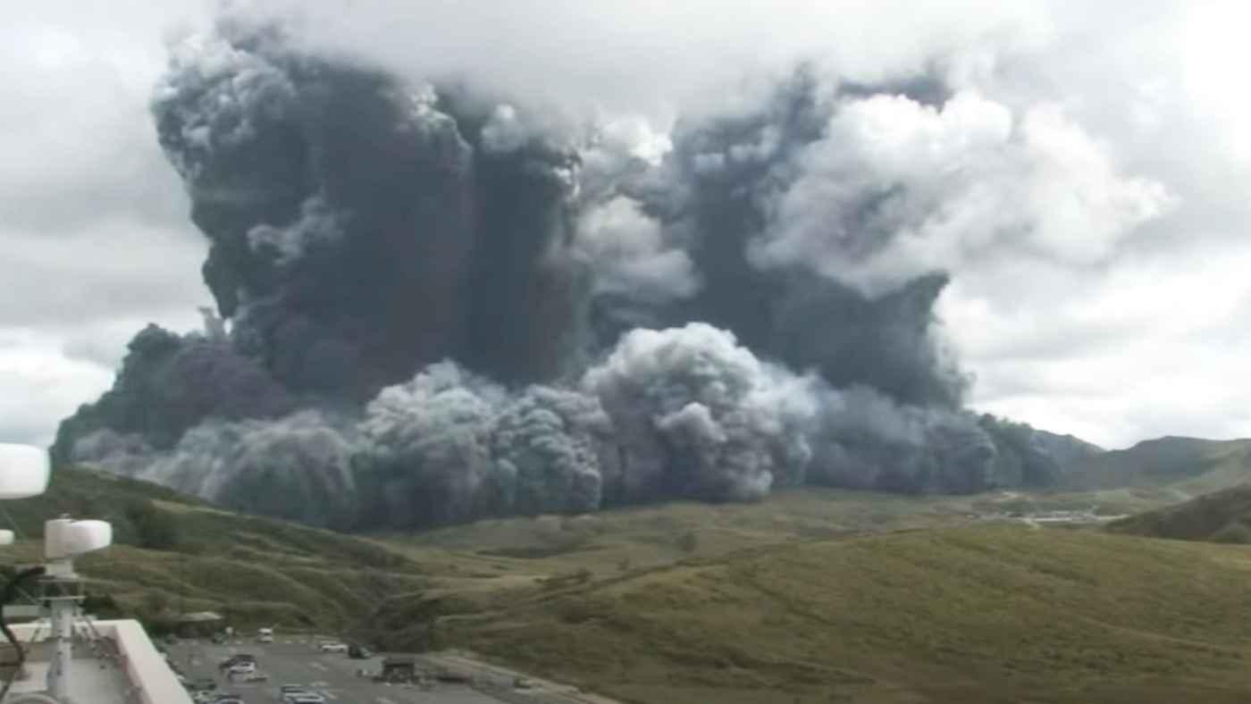 【速報】阿蘇山で規模の大きな噴火!ライブカメラの動画